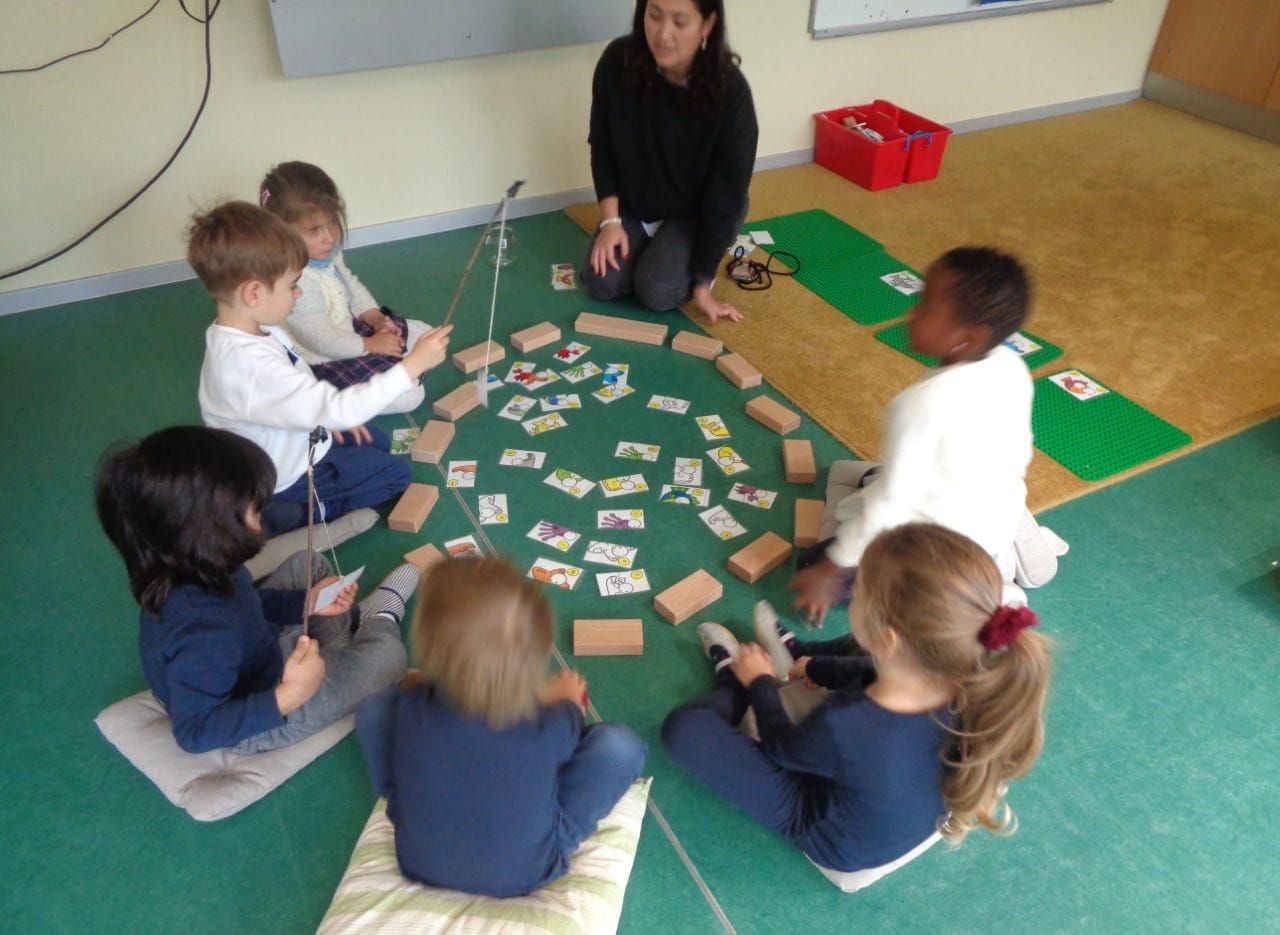 Kids at SIS Berlin's preschool learn about animals