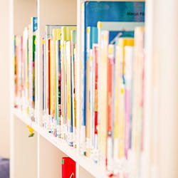 Bibliothek an der SIS Swiss International School